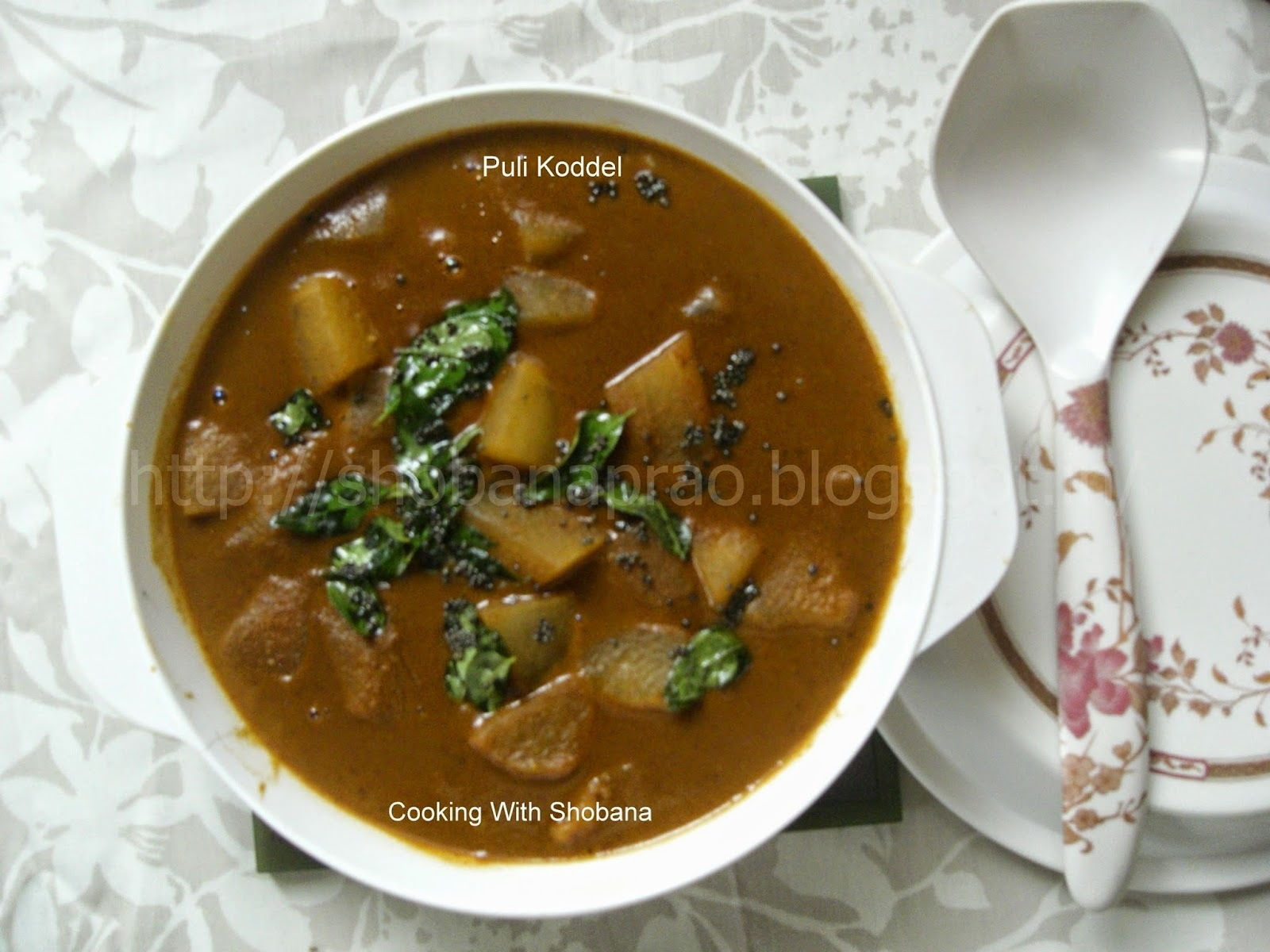 PULIKODDEL : CURRY OF ASH GOURD IN COCONUT MASALA