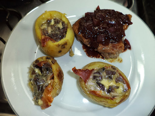 Receita de tornedor de filé mignon com batatas recheadas ao brie e presunto parma