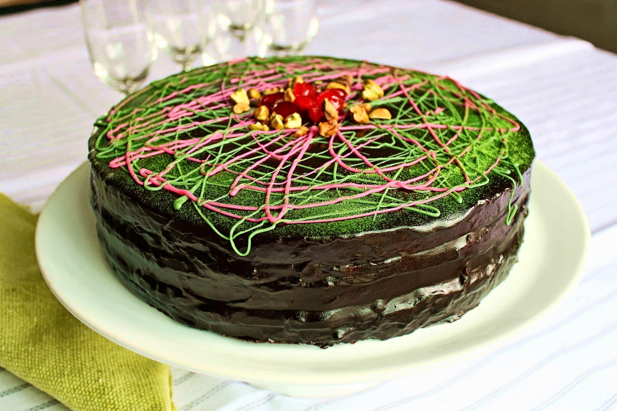 bolo de chocolate, cereja e pistache (sem glúten)