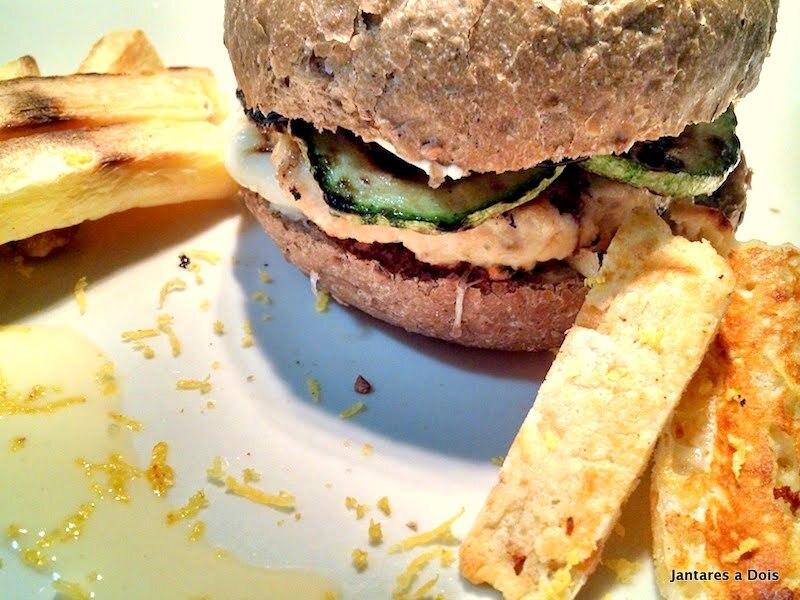 Prepare um Hambúrguer de Frango para seu Jantar a Dois