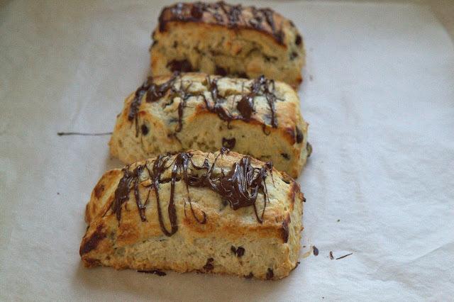 Cokoladovo-kokosovo-mandlove scones