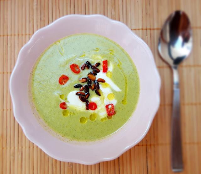 Crema de Brócoli con Chile y Piñones