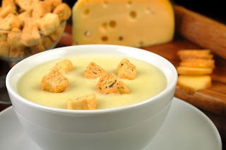 de sopa de lentilha com peito de frango desfiado
