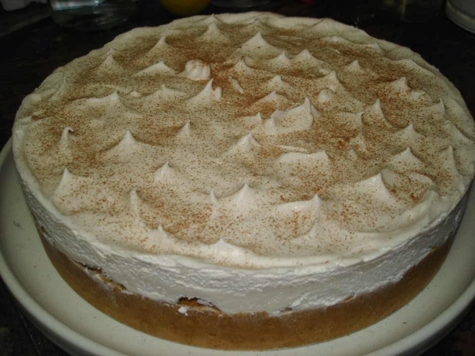 Torta gelada de banana com doce de leite!! Boa no calor, e em qualquer época.