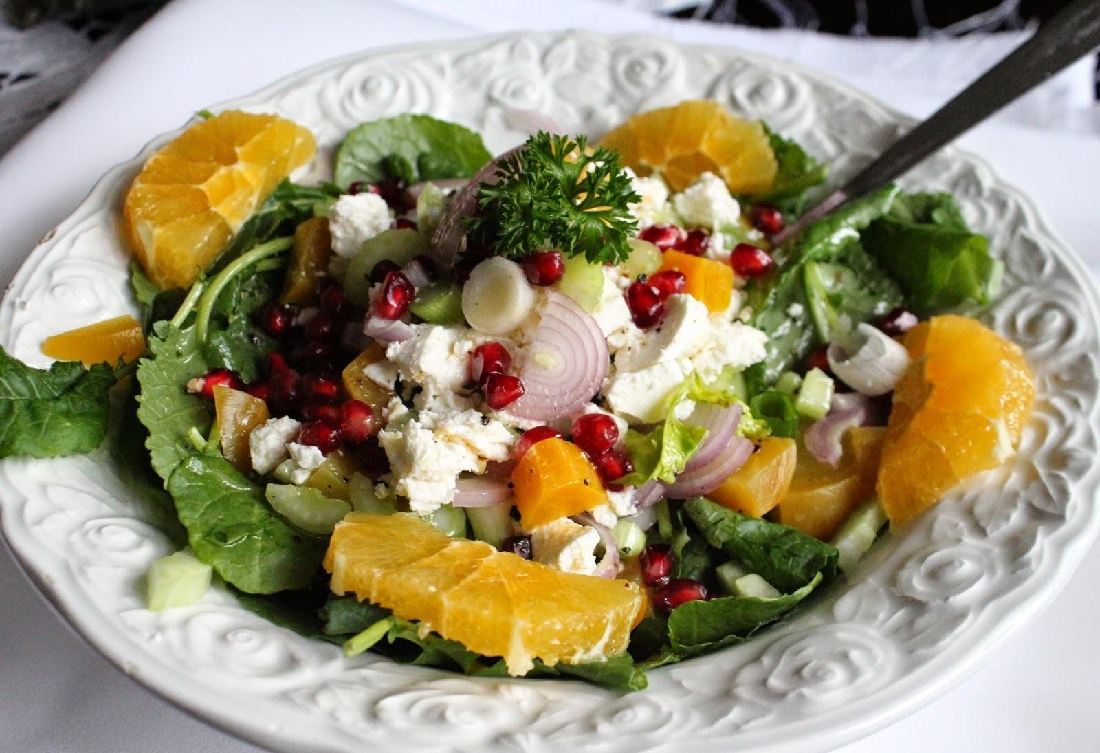 Salata od cvekle na posteljici od zelene salate