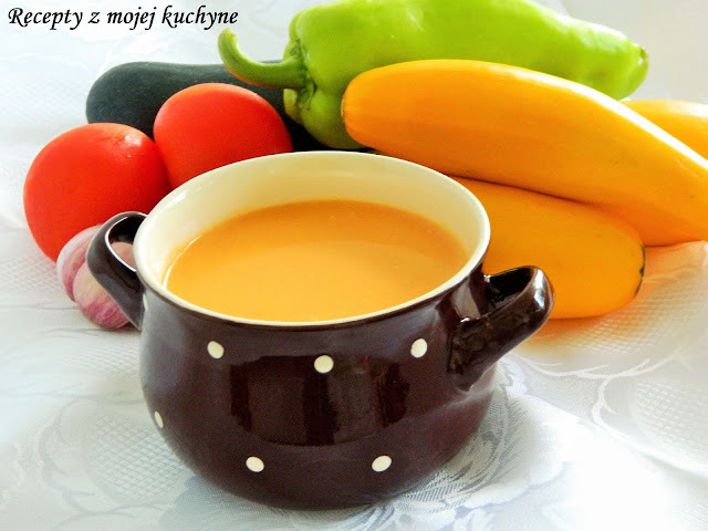 Cuketová polievka so zeleninou a smotanou