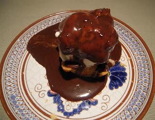 Bombas (profiteroles) de crema y chocolate