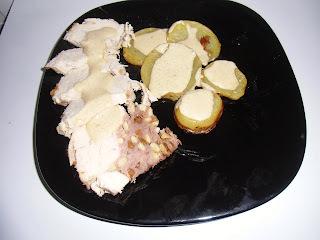 Pollo relleno con piñones y pasas