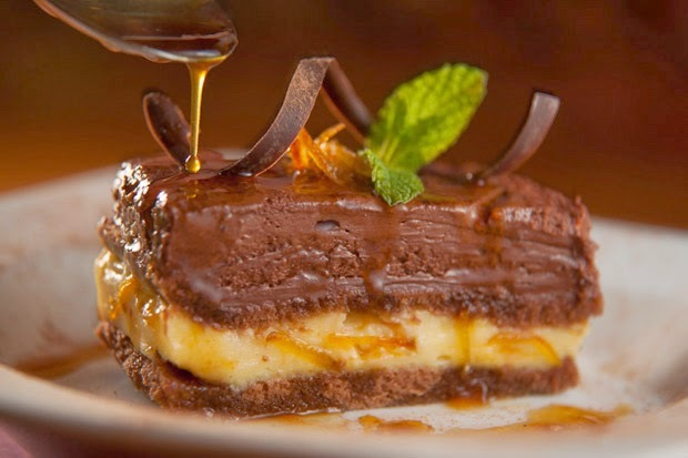 TORTA MOUSSE DE CHOCOLATE MEIO AMARGO COM LARANJA