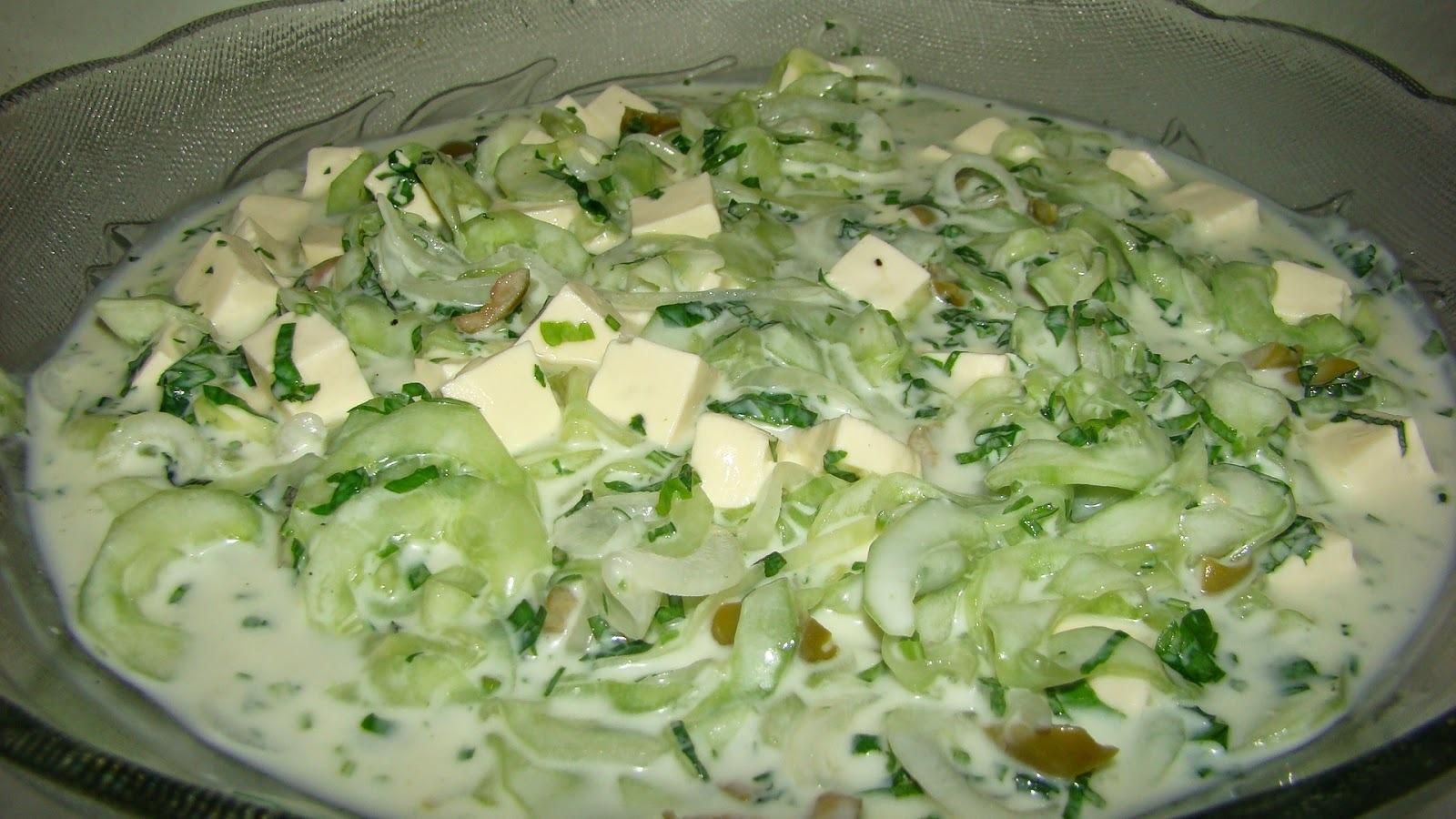Salada de Pepino com Queijo Minas