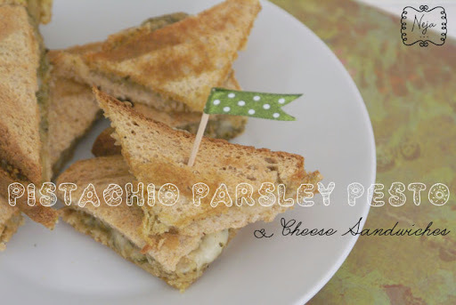 Pistachio-Parsley Pesto and Grilled Cheese Sandwich+ GIVEAWAY / Topli sendviči s pestom iz pistacije in peteršilja