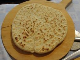 Torta al testo (pão rústico, que se assa na chapa, em cima do fogão)...É o prato do dia!