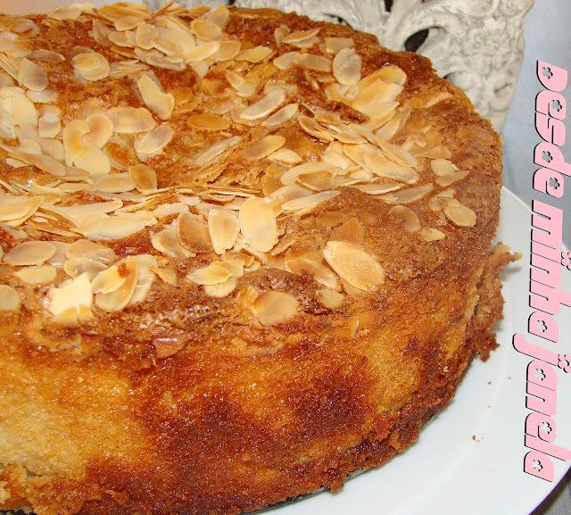 Bolo de maçã com crocante de amêndoas