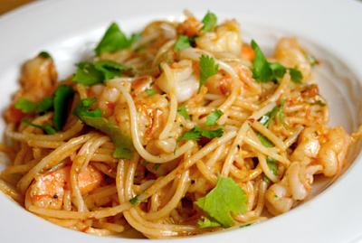 Spaghetti paelloso con camarones (30 minutos)