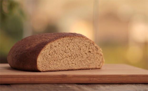 Pão de centeio com coco e cardamomo