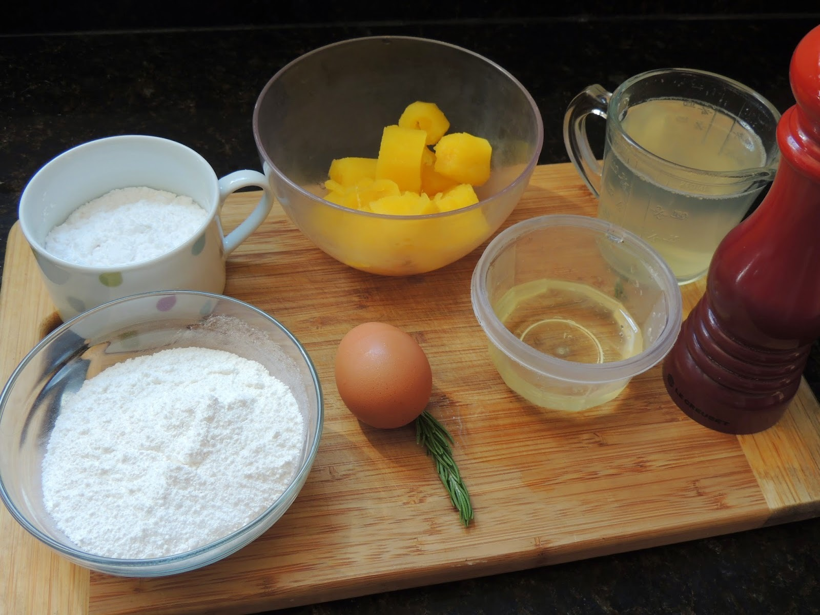Pão de Batata baroa/mandioquinha com alecrim (sem leite/sem farinha)