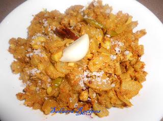 Sorakaya Velluli Vepudu / Bottle Gourd Garlic Fry