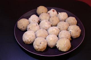 Godhi Unnde (Wheat flour ladoo)