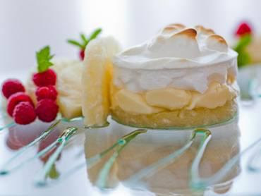 Torta de abacaxi com creme belga