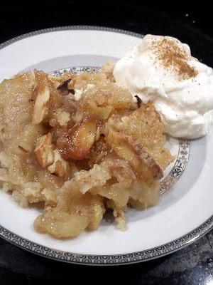 Nem æblekage med kanel og mandler