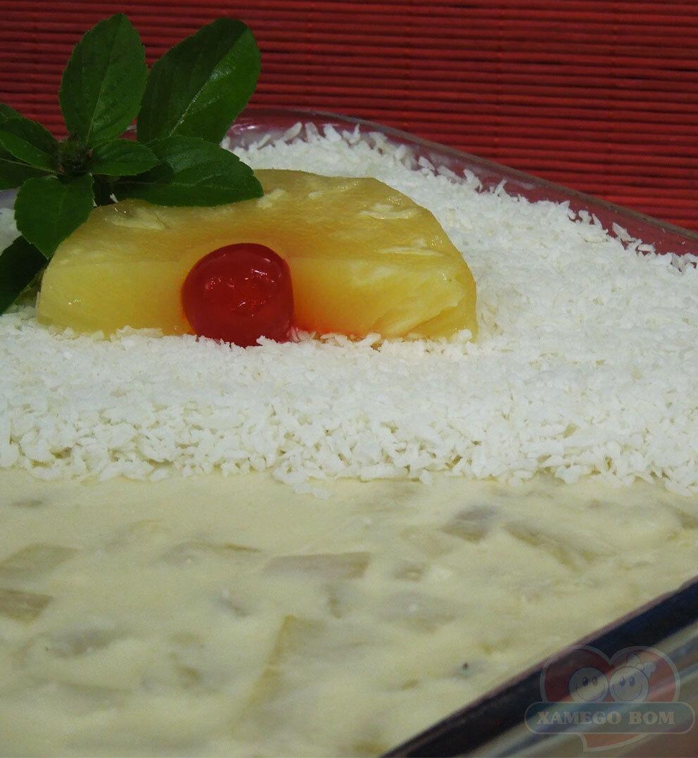 Gelatina de Abacaxi com Coco