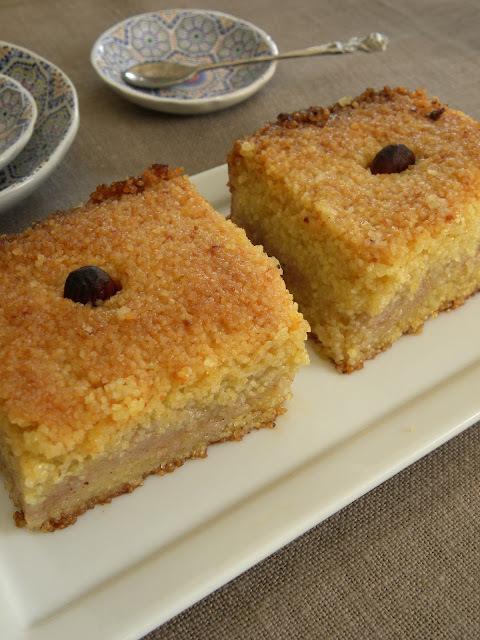 Kalb el louz où gâteau de semoule aux amandes et à la fleur d'oranger