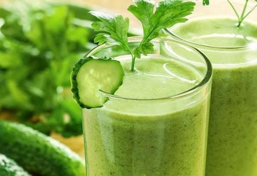 Suco Verde com sementes germinadas