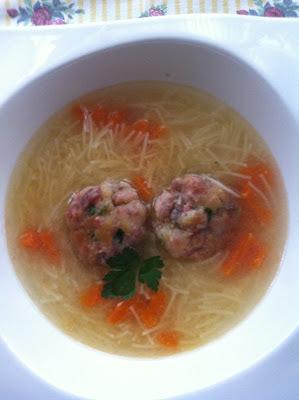 Sopa De Pollo Con Bolitas De Jamón