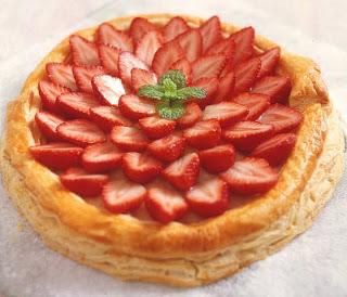 torta de morango com massa folhada