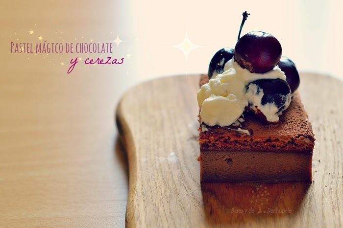 Pastel mágico de chocolate y cerezas.