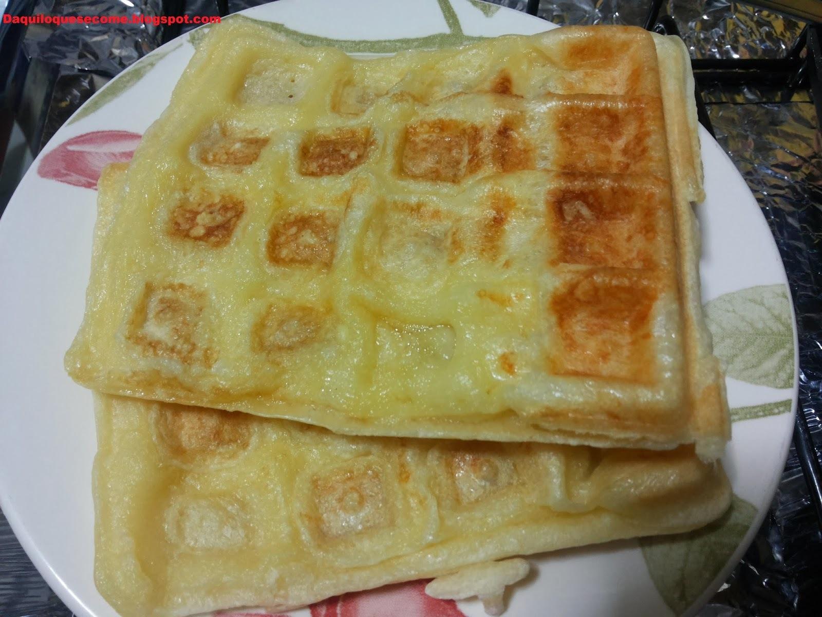 Pão de queijo na sanduicheira ou máquina de waffle.