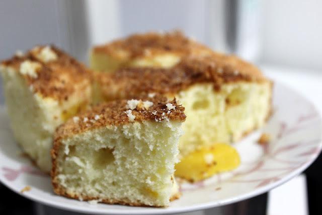 bolo de iogurte natural fofinho com cobertura e manteiga