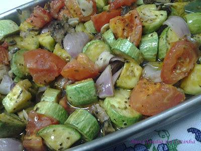Abobrinha com Tomate, Cebola e Cogumelos