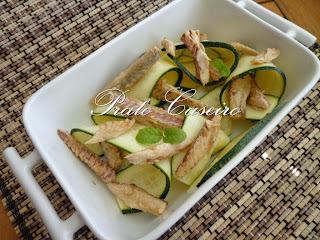 Salada de filetes de cavala em azeite com lâminas de courgette