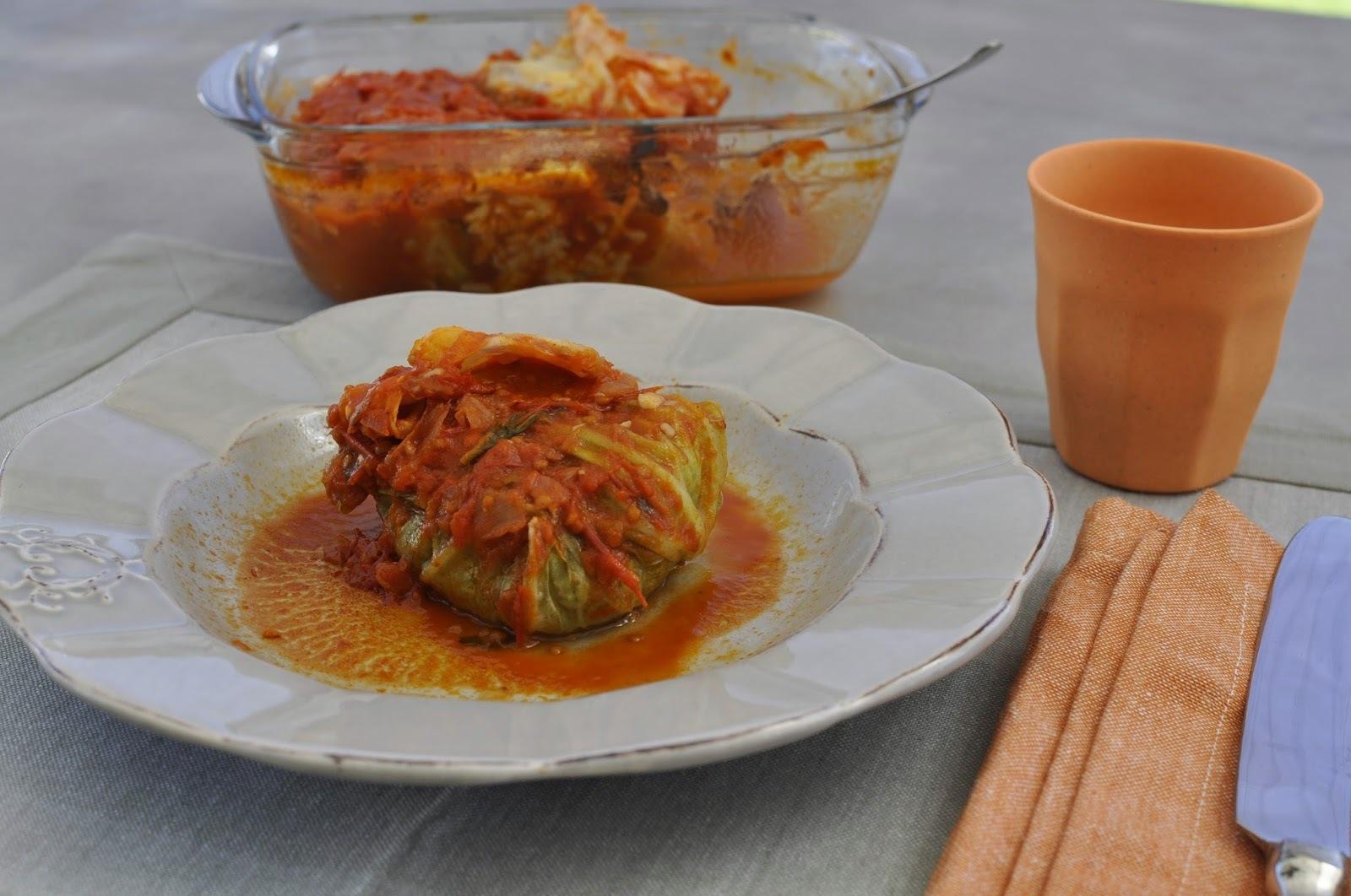 Repollo relleno de carne y verduras