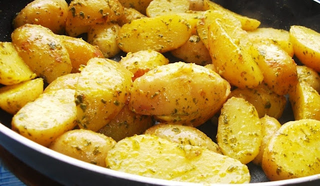peixe assado no grill batatas