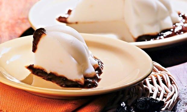 Manjar Branco com Calda de Ameixa