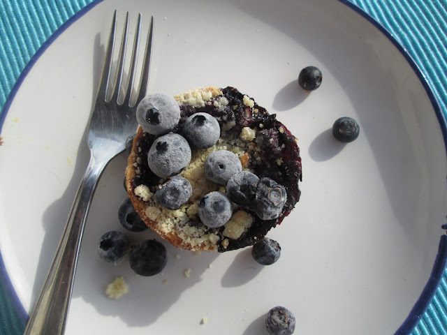 Bluberry crumble tarts