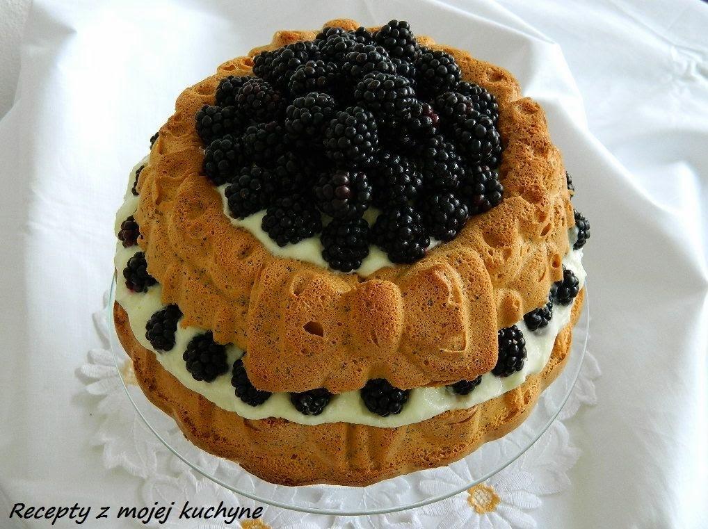 Torta s černicami, makom a tvarohovým krémom