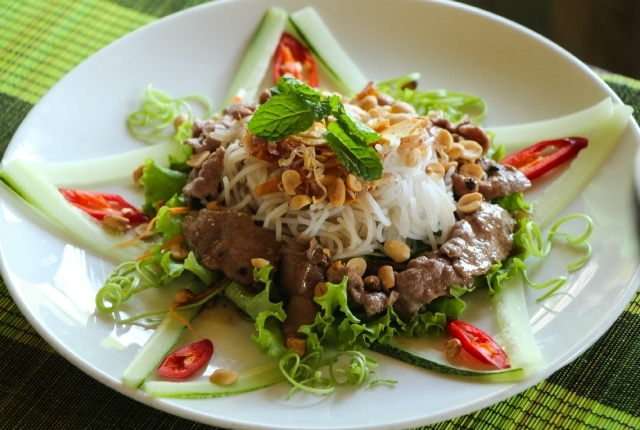 Viajes: Cocinando en Vietnam (Parte II): Ensalada de Beef Vermicelli (Bun Bo Nam Bo)