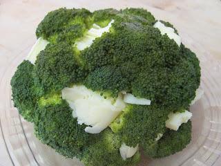 Brócolis Gratinados com Molho Branco