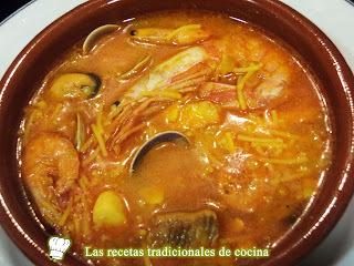 Receta de sopa de marisco con fideos
