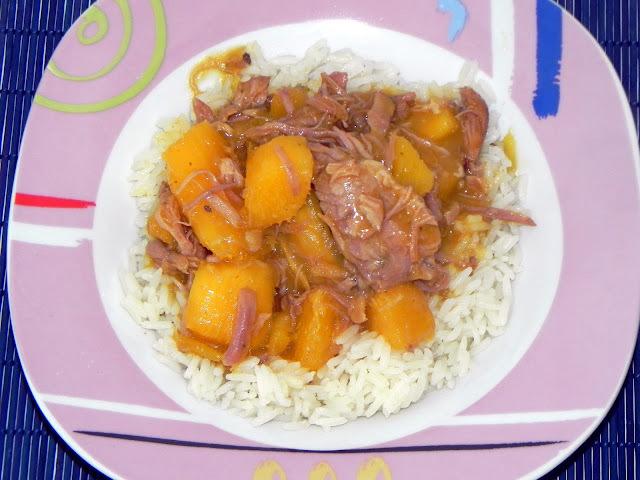"""""""Porca Atolada"""" ou Costelinha com Mandioca"""