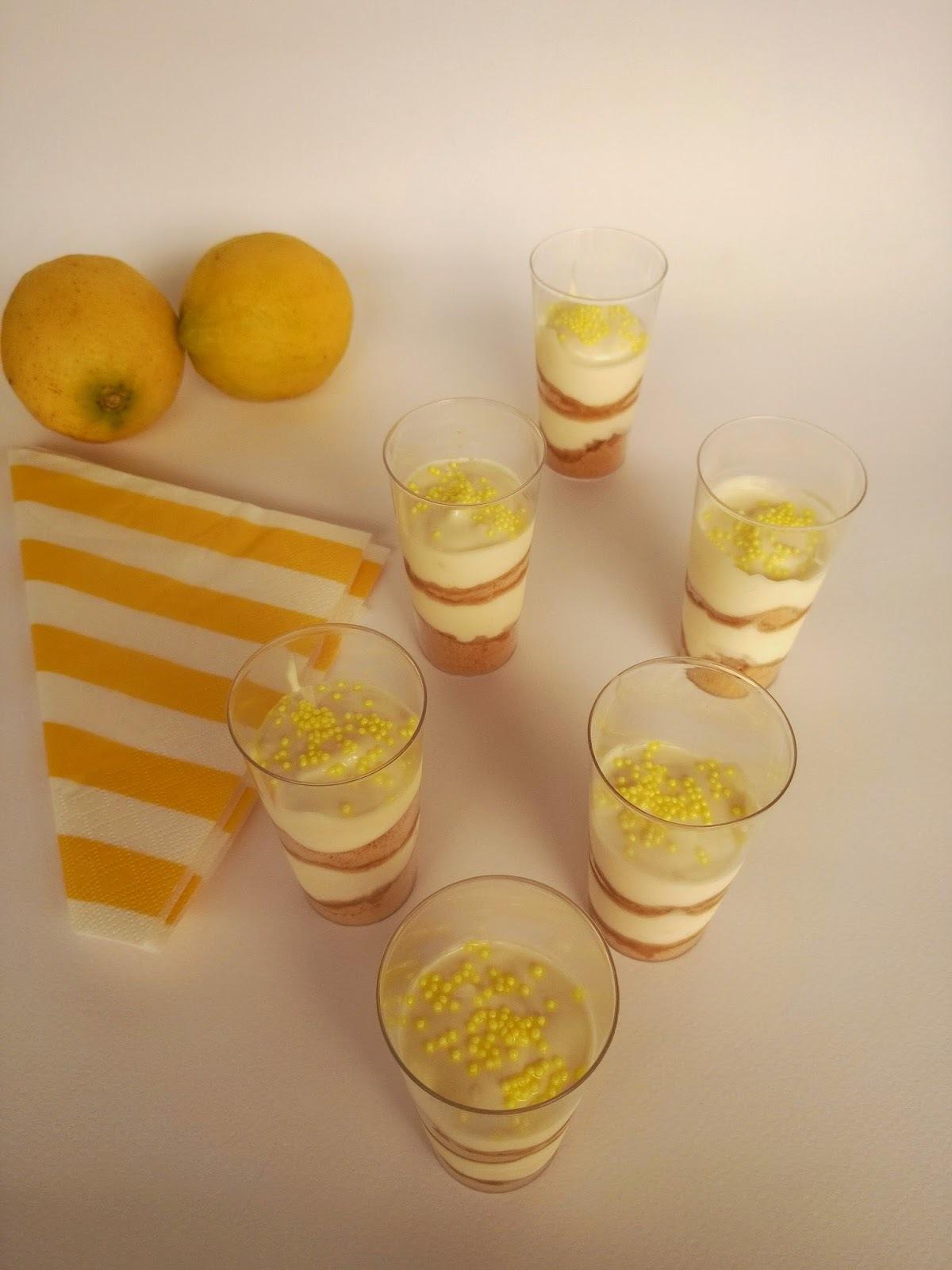 Δροσιστικό γλυκό με κρέμα γιαούρτι - λεμόνι