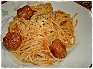 Espaguete com Almôndegas