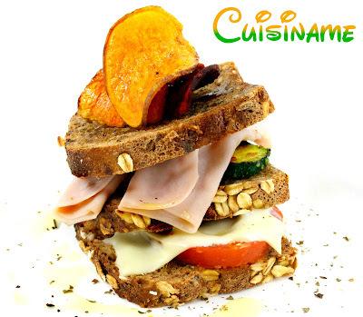 sandwich de pollo en pan de miga