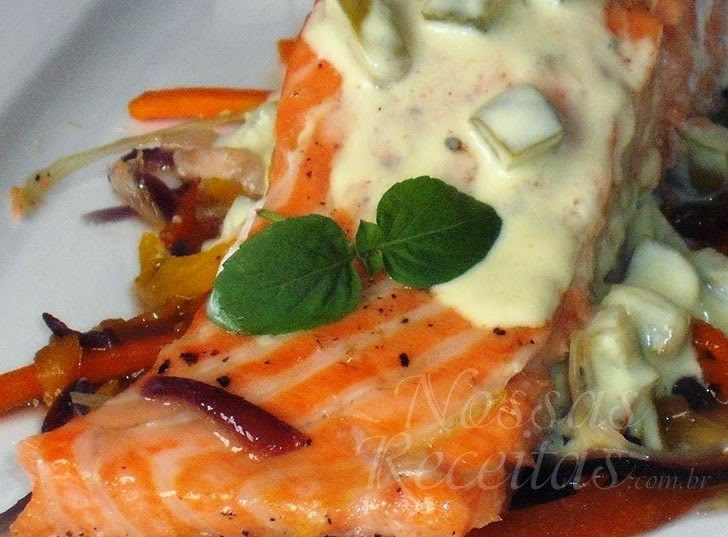que tipo de salada combina com salmão
