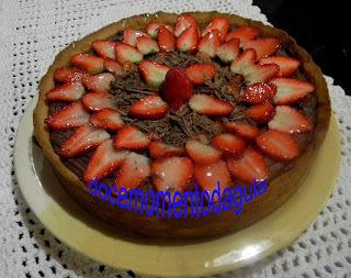 mousse de chocolate com morango e gelatina incolor