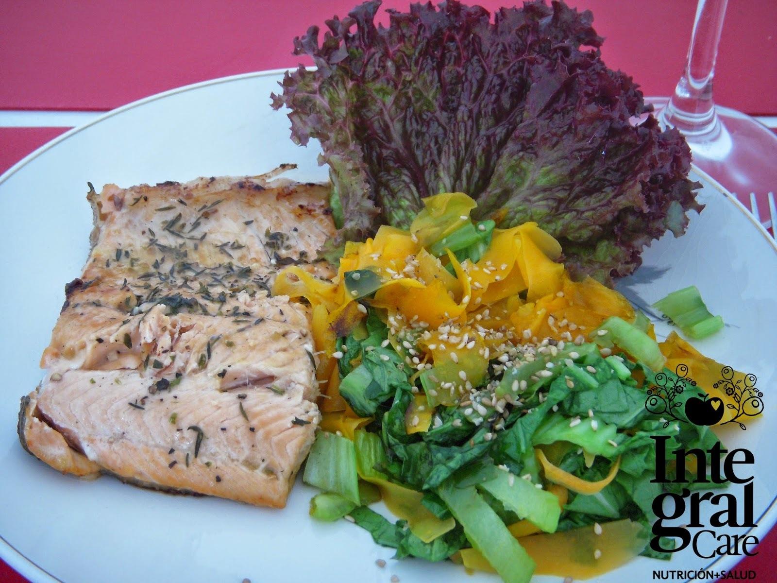 Trucha al estragón con vegetales al wok