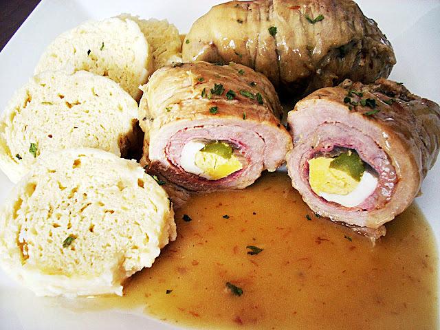 Rollitos de Carne con Knedlik de Panecillo